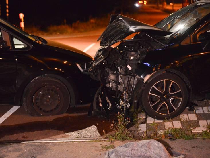 Groep vrienden gewond nadat hun taxi in Breda met auto in botsing komt