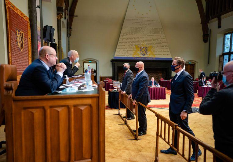 Eerste Kamervoorzitter Jan Anthonie Bruijn (VVD, l)) overlegde gisteren met minister van volksgezondheid Hugo de Jonge (r) en justitieminister Ferd Grapperhaus, voorafgaand aan het debat in de senaat over het wetsvoorstel Tijdelijke wet maatregelen Covid-19, ook wel de coronawet genoemd. Beeld ANP