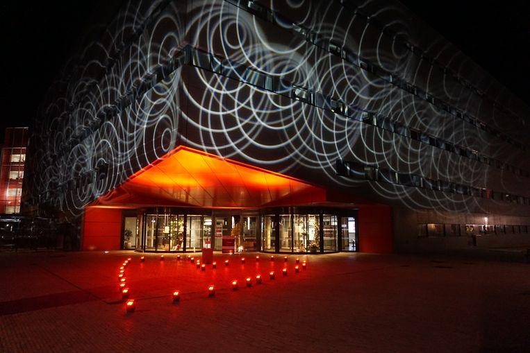 Het AZ Damiaan in Oostende zet het zorgpersoneel met een serene lichtshow letterlijk in de spotlights