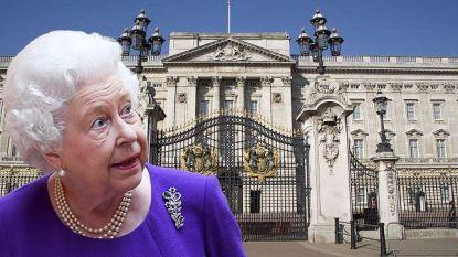 Van uitgeruste operatiezaal tot eigen bankautomaat voor de Queen: Buckingham Palace geeft zijn geheimen prijs