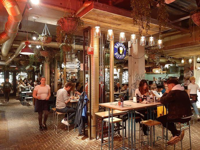 Het centrale deel van Down Town Gourmet Market in Eindhoven.