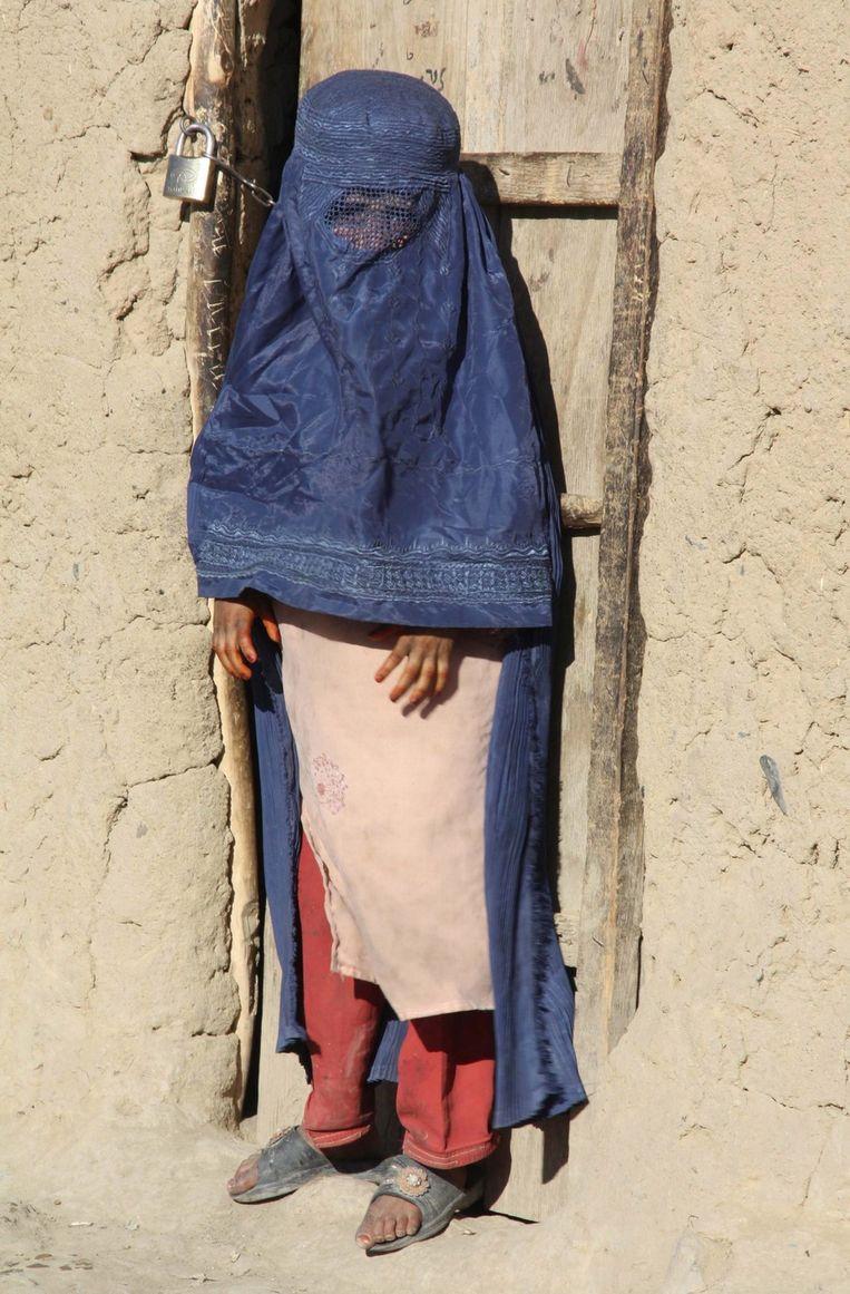 Archieffoto van een Afghaans meisje met boerka Beeld ANP