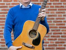 De burgemeester van Mook en Middelaar houdt van bankhangen