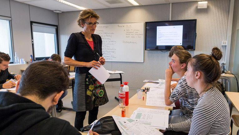 Marieke van Schaik begeleidt cursisten bij studiekeuze Beeld Rink Hof