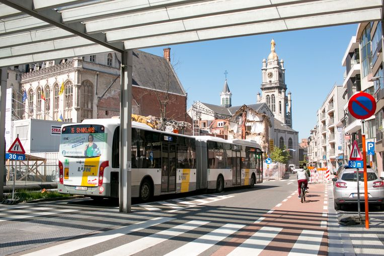 Eén van de bedenkingen is of de bussen na de herinrichting nog wel over de Grote Markt kunnen rijden.