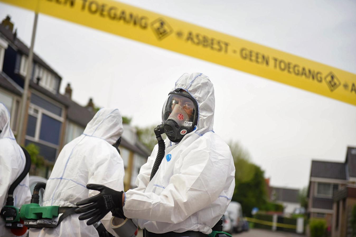 Wie op het werk veel met gevaarlijke stoffen in aanraking komt, zoals asbest, kan vaker controle van de inspectie verwachten.