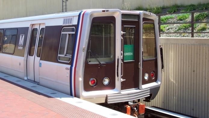 Metrorijtuig op de Green Line in Washington, waaraan onder meer het station U Street/African Amer Civil War Memorial/Cardozo ligt.