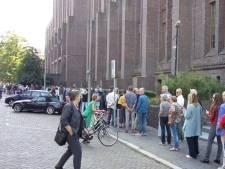 Lange rij voor Inktpot en wachten voor rondleiding watertoren Zeist