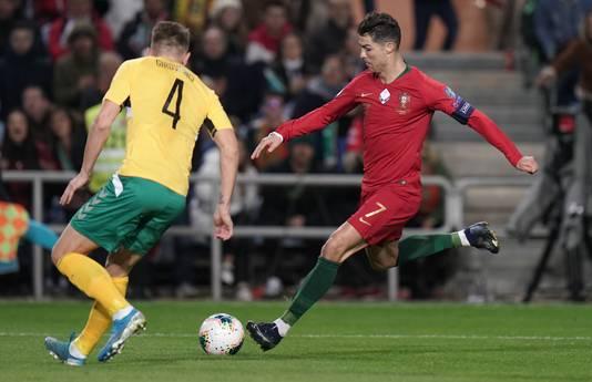 Cristiano Ronaldo namens Portugal in actie tegen Litouwen.