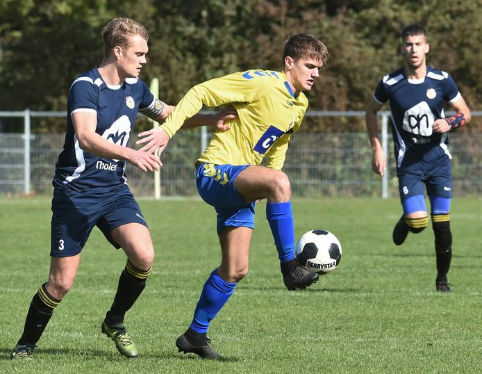 Maarten Hazelaar was zaterdag weer belangrijk voor Oostkapelle/Domburg met zijn goals.