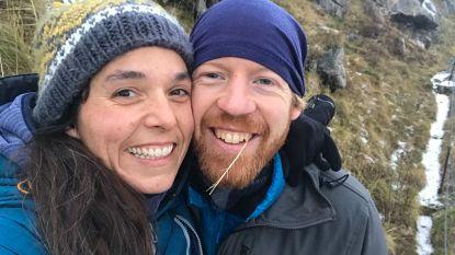 """""""Met de sneeuwscooter naar een bergtop en een groot sneeuwballengevecht vanuit zelfgebouwde burchten met kaarsen"""": vakantieliefjes Kim en Jochem ontmoetten elkaar in Noorwegen"""