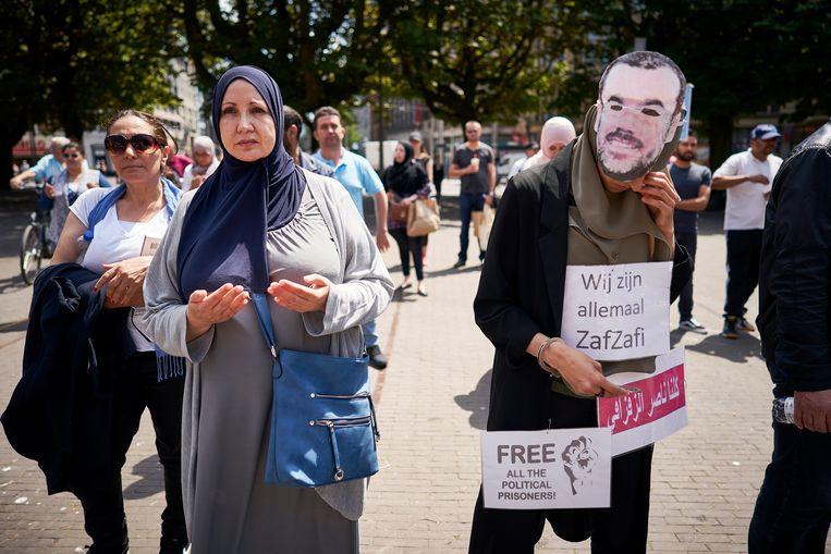 Marokkaanse Nederlanders betogen in Den Haag tegen de zware celstraffen voor de leiders van de opstand in het Rif-gebied.  Beeld Phil Nijhuis