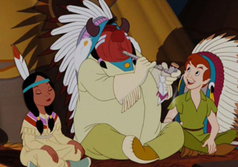 'Peter Pan' schetst de indianenstammen als primitief, met een rode huid.