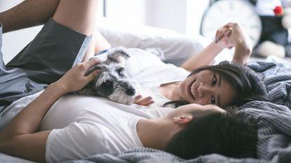Van hem stalken tot plotse radiostilte en dan je comeback maken: 2 nieuwe datingtrends in opmars