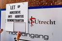 Voor de deur van abortuskliniek het Utrechtse Vrelinghuis, gevestigd in het gebouw van de Stadskliniek Utrecht aan de Biltstraat.