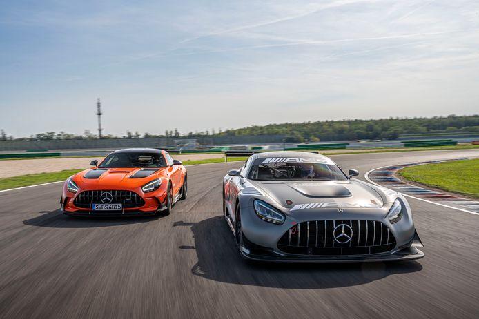 De AMG GT naast zijn circuitbroer; De Cup-auto van Mercedes-Benz