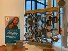 Gevangenen PI Vught timmeren boekenkasten voor Jeroen Bosch Ziekenhuis