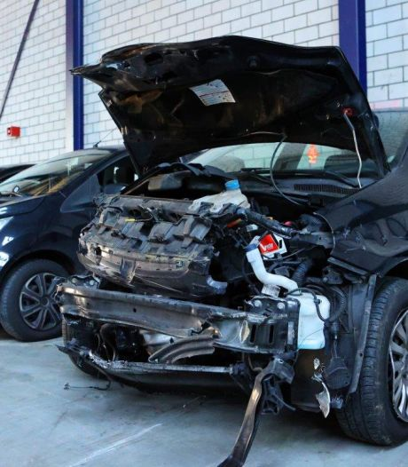 Nieuwsoverzicht   Winkel moet deuren sluiten na uit de hand gelopen mondkapjescontrole - Ongevallen door gladde wegen