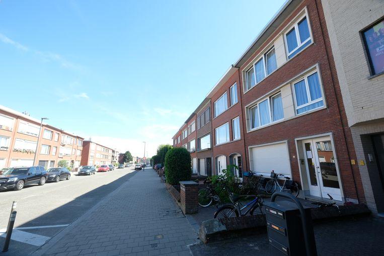 De feiten speelden zich af in deze huurwoning (rechts)  in Deurne-Noord.