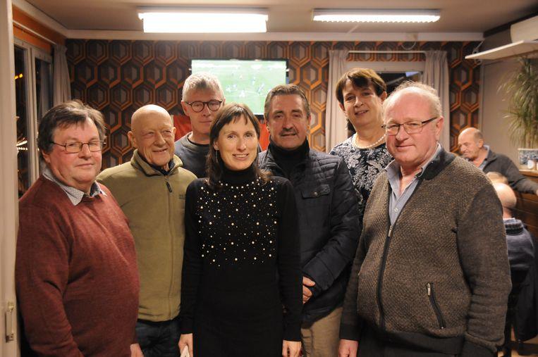 Schepenen Natasja Ons (sp.a) en Hans Hendrickx (Dorpspartij) kwam het bestuur van Rode Leeft feliciteren bij het vijfjarig bestaan.