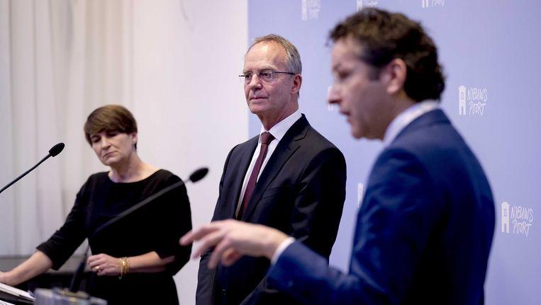 De ministers Kamp van economische zaken, Dijsselbloem van financiën en Ploumen van buitenlandse handel en ontwikkelingssamenwerking lichten tijdens een persconferentie in Den Haag de oprichting van de nationale financieringsinstelling Invest-NL toe. Beeld ANP