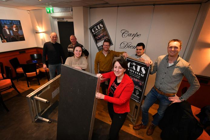Deel van de vrijwilligers: Voor Maureen van der Scheur (r) en Jolanda Stevelink. Daarachter vlnr: Arnold Kuiper, Jan Oude Griep, Niek Wigger, Martijn Blokhuis en Wouter Krabbe.