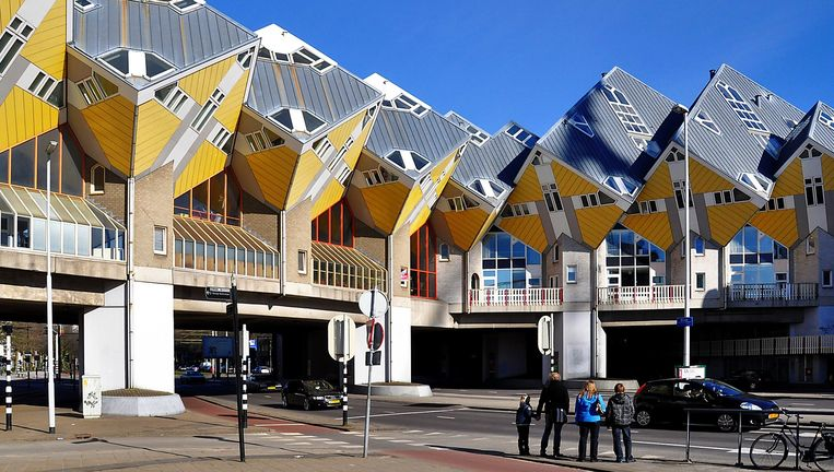 Kubussen op palen: een bewoond stedelijk dak boven de drukte in Rotterdam; ook van Piet Blom. Beeld -