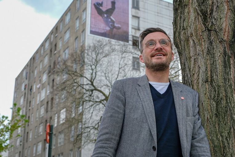 """Brussels minister van Mobiliteit, Pascal Smet, is waarschijnlijk de hipste politicus bij sp.a. Hij zit al 15 jaar in de Brusselse politiek, minus een intermezzo in 2009, toen hij in de Vlaamse regering zat. Met zijn nieuwe beweging, one.brussels, wil hij het verschil maken. """"Ons project is gebaseerd op een liefdesverklaring voor Brussel, maar liefde maakt in ons geval niet blind. We zien de dingen die beter moeten en willen die aanpakken."""""""