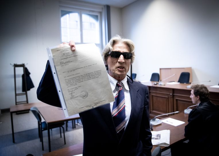 Voor zijn proces staat Michael Jauernik de pers te woord.