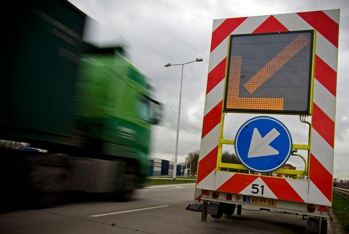 Een pijlwagen bij een wegafzetting, foto ter illustratie.