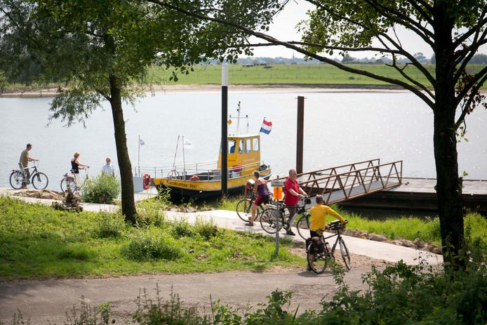 Het veer tussen Heteren en Renkum vaart vanaf zaterdag dagelijks.