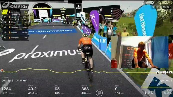 Screenshot van de virtuele race van Greg van Avermaet.