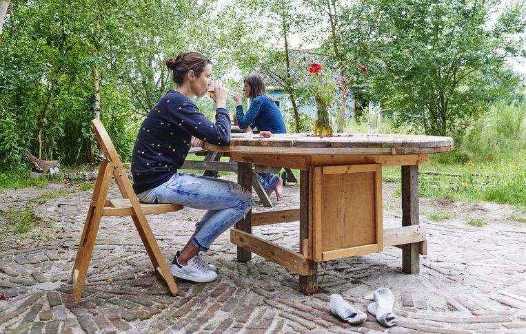 In Wapserveen organiseert Sharon Huisman stilteretraites, inclusief ingeleverd mobieltje. Beeld Niels Stomps