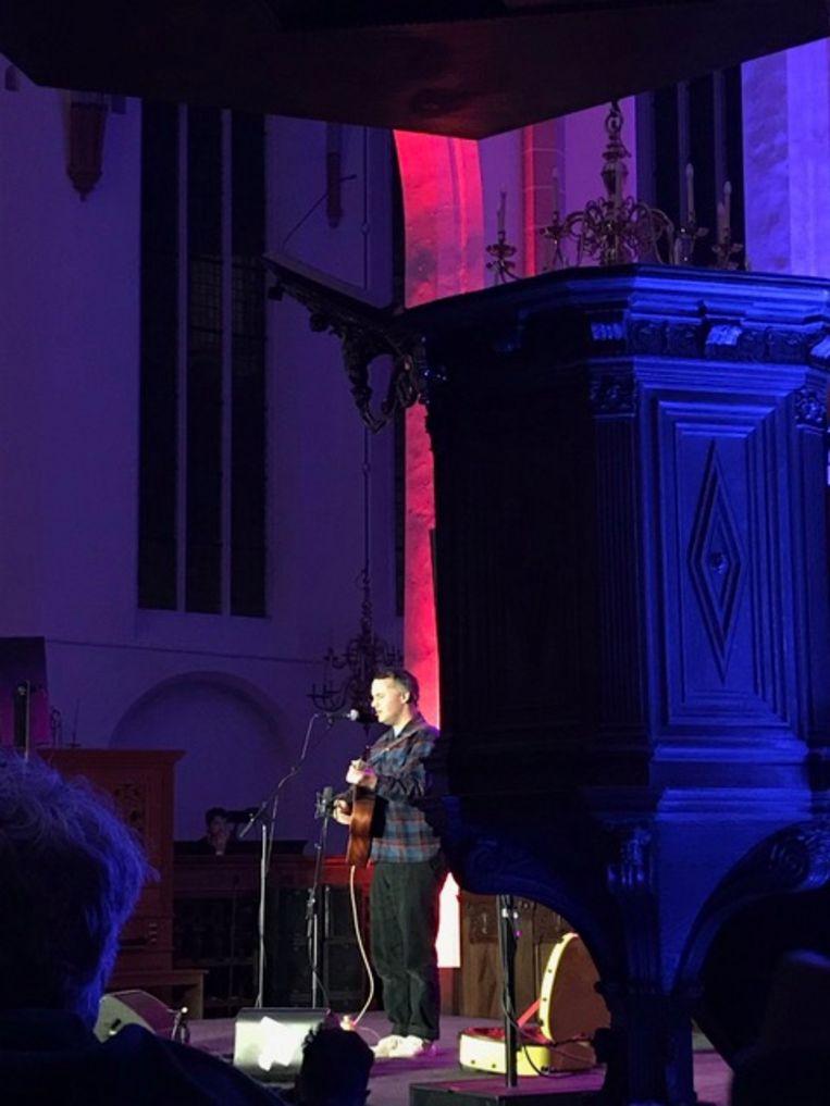 Phil Elverum in de Jacobikerk op Le Guess Who in Utrecht, afgelopen vrijdag  Beeld Wim Boevin000