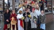 Vormelingen zingen Driekoningen voor Sint-Vincentius