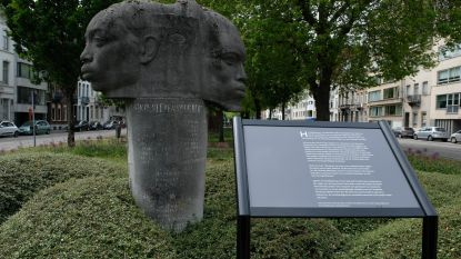 Stad plaatst infobord bij monument dat kolonisatie verheerlijkt