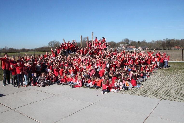 Basisschool Heilige Familie Bosmolens kleurt rood tegen pesten