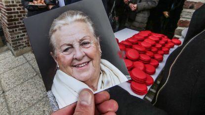 """Piet Huysentruyt en familie nemen afscheid van 'de bomma' met macarons: """"Ons 'moedre' was een dulle. Tu étais formidable!"""""""