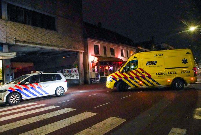 Hulpdiensten na de overval op een café in Eindhoven.