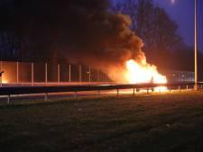 Auto in lichterlaaie in Almelo, geen gewonden