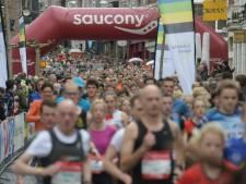 Duizenden lopers rennen door Nijmegen tijdens Stevensloop
