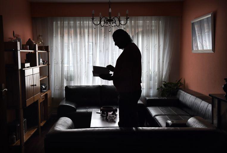 Husam in zijn huis in Schinveld waar hij met vrouw en vier kinderen woont. Beeld Marcel van den Bergh
