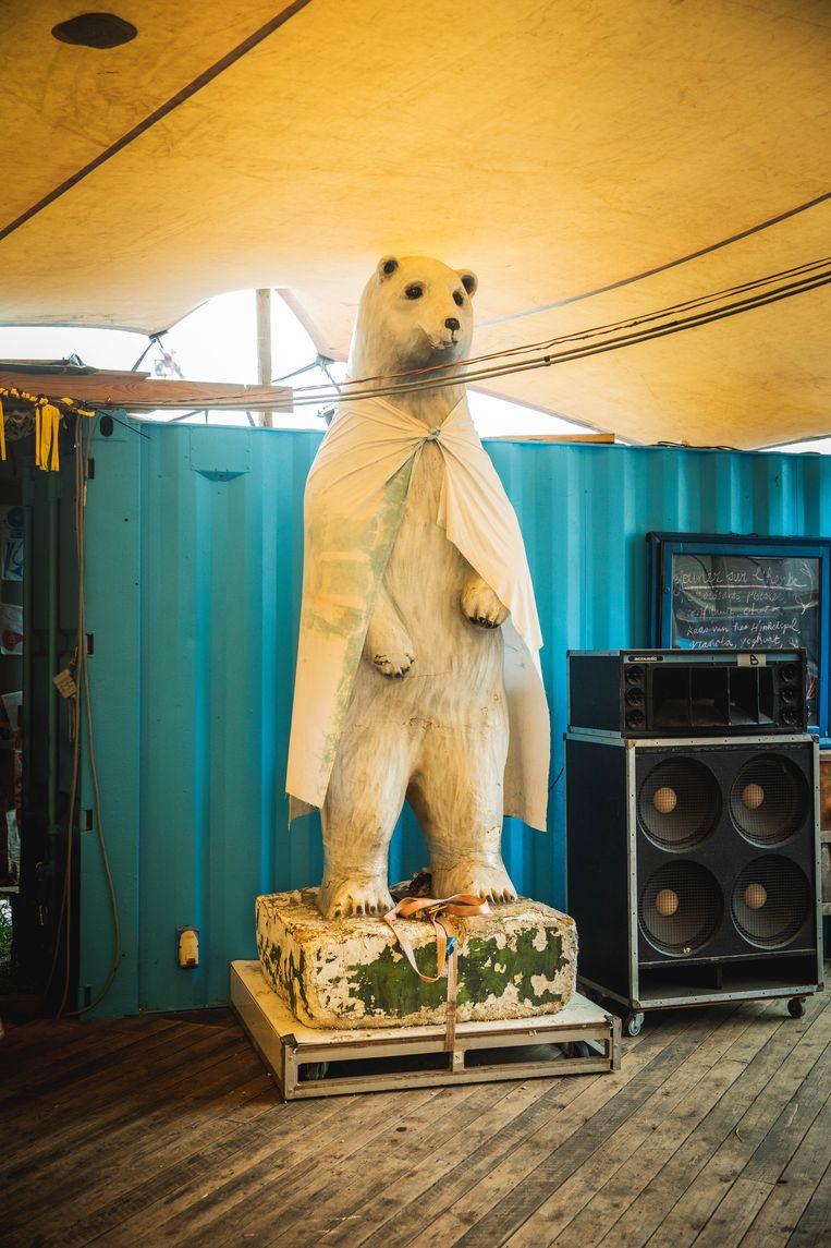 Zelfs de ijsbeer gaat de deur uit