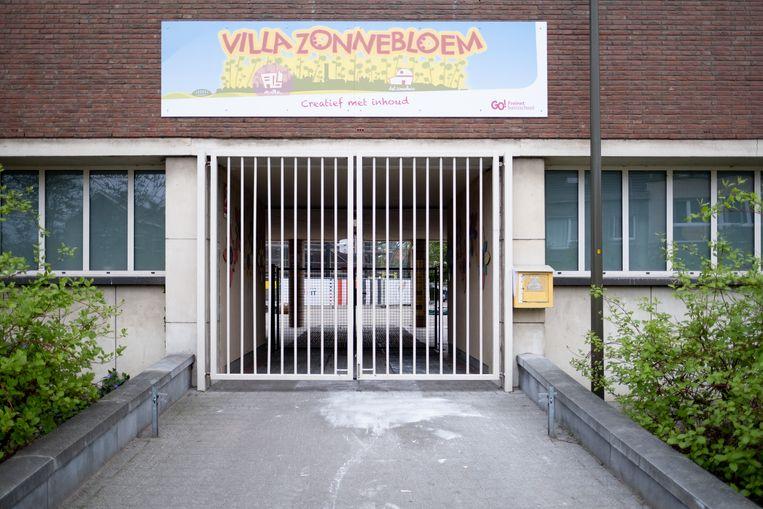 Chantal De Vroe kampeert aan Freinetschool Villa Zonnebloem om zeker te zijn van een plaats op 26 april.