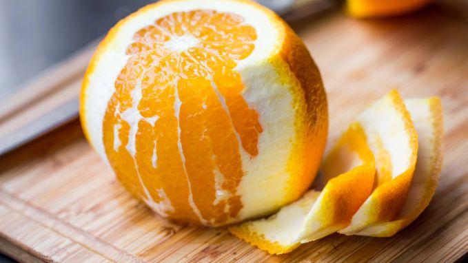 Zo snij je een sinaasappel zonder er een boeltje van te maken