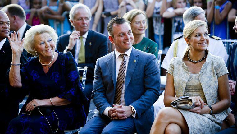Voormalig minister-president van Curacao Gerrit Schotte tussen koningin Beatrix en prinses Máxima Beeld ANP