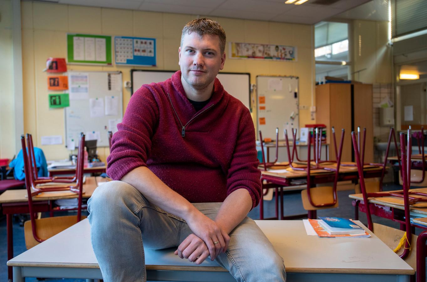 Leerkracht Timon Arentsen in zijn klaslokaal van de Oranje Nassauschool in Ede.