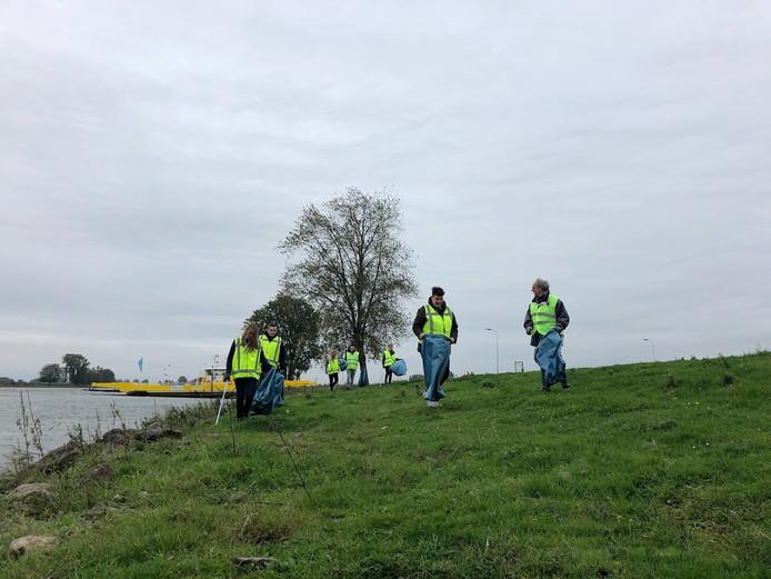 1660 kilo zwerfafval werd er afgelopen weekend opgehaald in de uiterwaarden van de Maas en Waal.