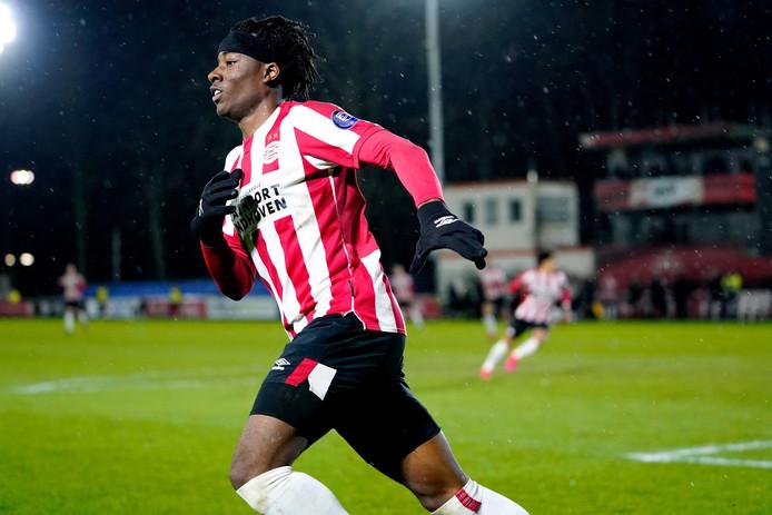 Noni Madueke maakte namens Jong PSV de 1-1 tegen Excelsior.