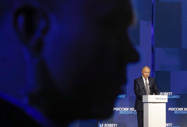 De Russische president Poetin tijdens zijn speech voor het VTB Capital Investment Forum 'Russia Calling!' op 28 november 2018.   Beeld REUTERS